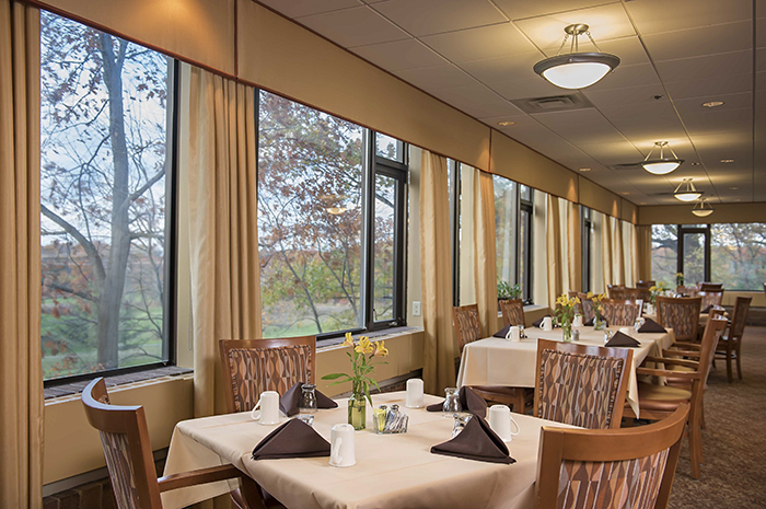 Brightview Country Club Heights Dining Room - Massachusetts Senior Living